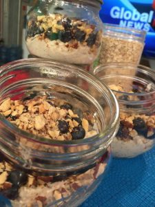 Jars of overnight oats for fast breakfasts