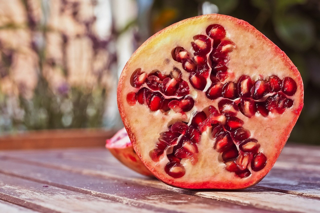 how to cut up a pomegranate  and ways to eat them