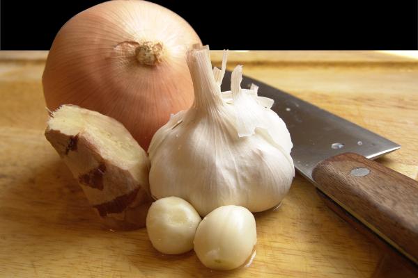 garlic, tomatoes, ginger and tumeric